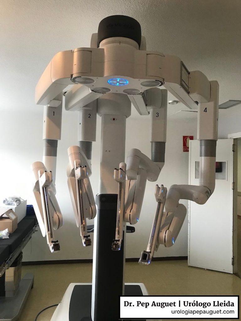 Robot Da Vinci modelo Xi que utilizamos en urología en el Hospital Arnau de Vilanova de Lleida
