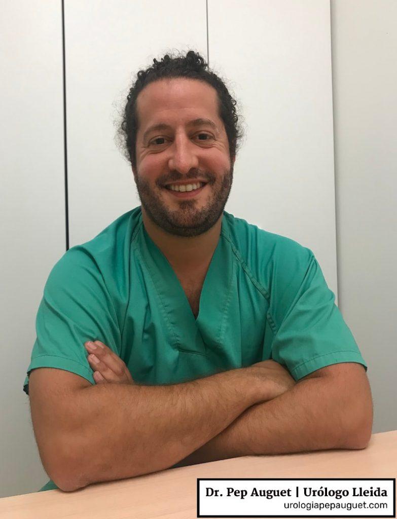 Yo justo antes de una sesión clínica en mi hospital en la que discutiremos sobre varios casos de cirugía de próstata.